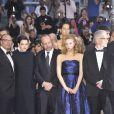 Emily Hampshire, Paul Giamatti, Sarah Gadon et David Cronenberg lors de la montée des marches du Palais des Festivals pour la présentation du film Cosmopolis, à Cannes le 25 mai 2012