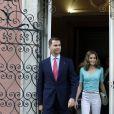 Felipe et Letizia d'Espagne reçus au palais de Palhava, à Lisbonne, par l'ambassadeur d'Espagne au Portugal José Alvarez Junco, le 30 mai 2012.