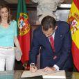Le prince Felipe et la princesse Letizia d'Espagne en visite au Parlement de Lisbonne au premier jour de leur visite officielle au Portugal (30 mai - 1er juin), le 30 mai 2012.