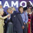 Sir Elton John applaudit le baise-main du prince Charles. La reine Elizabeth II a pu compter sur le meilleur des artistes du royaume, réunis par le Take That Gary Barlow, pour faire vibrer son jubilé de diamant lors du concert donné à Buckingham Palace le 4 juin 2012.
