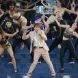 Sir Cliff Richard a fait danser tout le public sur  Congratulations , son hit de 1968.   La reine Elizabeth II a eu droit au meilleur des artistes du royaume, réunis par le Take That Gary Barlow, pour faire vibrer son jubilé de diamant lors du concert donné à Buckingham Palace le 4 juin 2012.