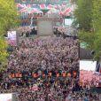 Le Mall devant Buckingham était bondé, plusieurs centaines de milliers de personnes ont suivi le concert sur écran géant.   La reine Elizabeth II a été honorée par le meilleur des artistes du royaume, réunis par le Take That Gary Barlow, qui ont fait vibrer son jubilé de diamant lors du concert donné à Buckingham Palace le 4 juin 2012.