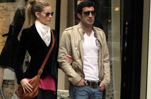 PHOTOS : Luis Figo loin de l'Euro, en virée shopping avec sa femme