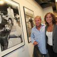 Yves et Karine Rénier au vernissage de son exposition Icônes à la galerie Art District à Paris, le 6 juin 2012.