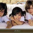 Miguel, Rodrigo, les jumelles Victoria et Cristina et Guillermo sur la carte de voeux de leurs parents Julio Iglesias et Miranda en 2009.