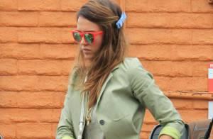 Jessica Alba, reine du streetstyle, se met à la mode nineties