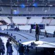 EXCLUSIF : Johnny Hallyday, au coeur de son impressionnante scène, répète au Stade de France le 14 juin 2012.