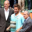 Arnaud Clément avec Guy Forget et Jean Gachassin le 31 mai 2012 à Roland-Garros lors de son dernier match sur la terre parisienne