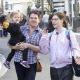Lisa Loeb, sa fille Lyla Rose, et une amie à Los Angeles, le 7 janvier 2012.