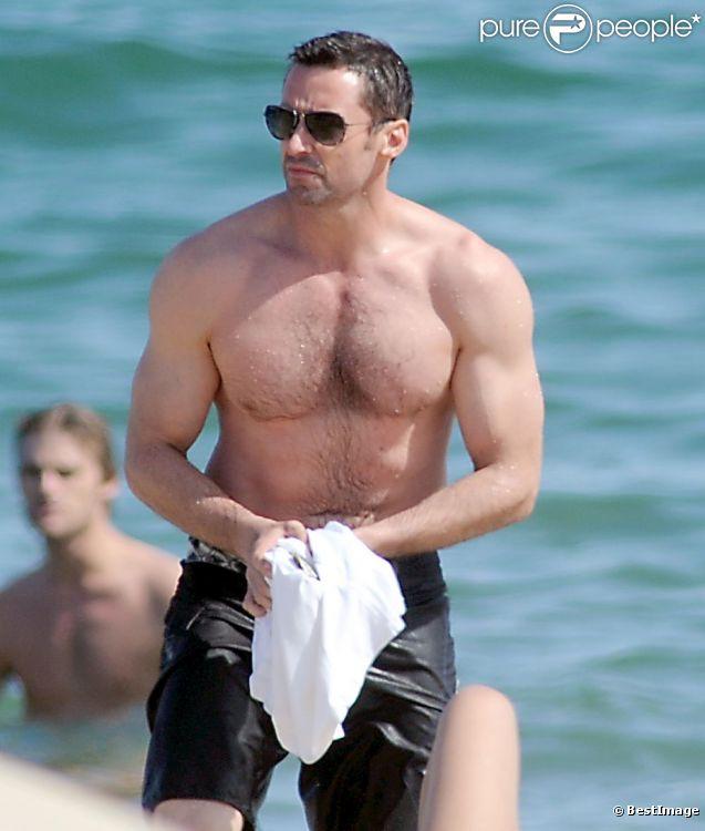 Hugh Jackman Musculation hugh jackman, ultra musclé sur la plage : il profite de ses vacances