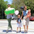 Virée shopping en famille pour Jessica Alba, Cash Warren et leurs filles Honor et Haven. A West Hollywood, le 23 juin 2012.