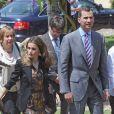 Une arrivée en toute élégance... Le prince Felipe et la princesse Letizia d'Espagne prenaient part le 28 juin 2012 à l'Université de Gérone à une rencontre avec les membres de l'Assemblée générale de la Conférence des recteurs des universités espagnoles (CRUE) et les membres du Comité exécutif de la Fondation Prince de Gérone, à la veille du Forum Impulsa.