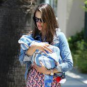 Alessandra Ambrosio : Première sortie avec bébé pour le top sur tous les fronts
