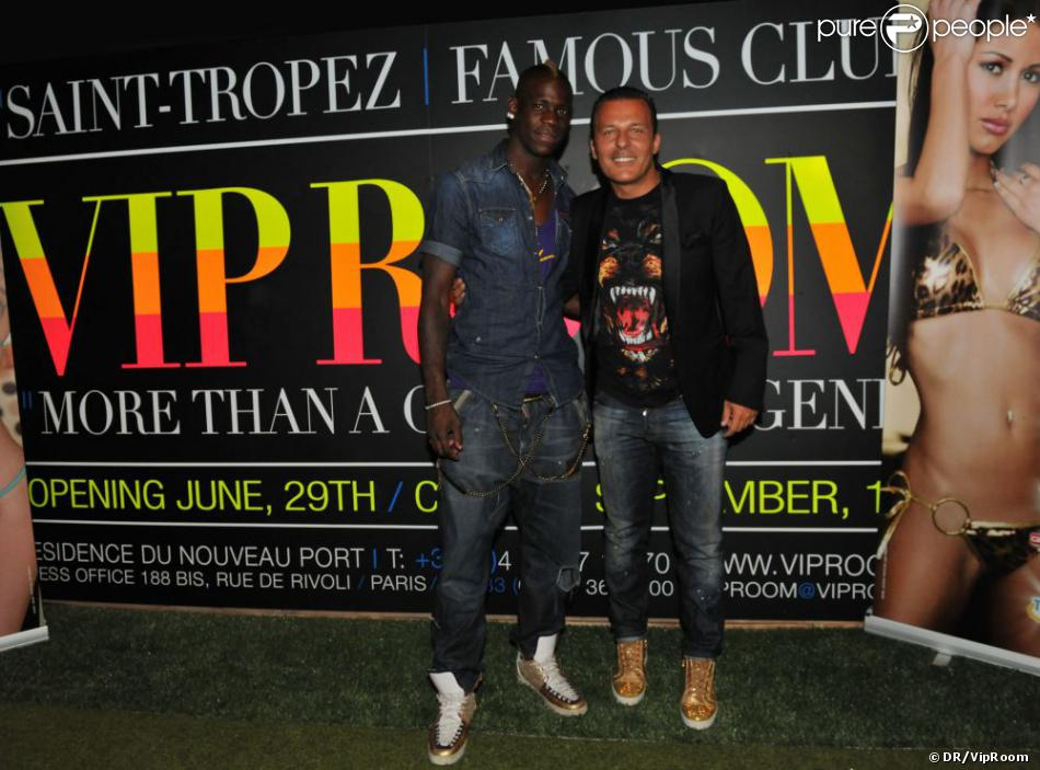Mario balotelli et jean roch lors d 39 une soir e au vip room for Design vip chambre mario jean