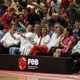 L'infante Elena d'Espagne a savouré la nette victoire de l'Espagne face à la France, en match amical préparatoire aux JO de Londres, le 10 juillet 2012. Au Palais des Sports de Madrid, la Roja s'est imposée 81-65 face à des Bleus diminués.