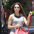 """""""Eva Longoria s'arrête dans une station service pour faire le plein de sa Bentley. Culver City, le 14 juillet 2012."""""""