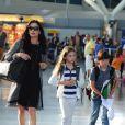 Catherine Zeta-Jones : superbe et entourée de ses enfants Dylan et Carys à l'aéroport de New York, le 16 juillet 2012