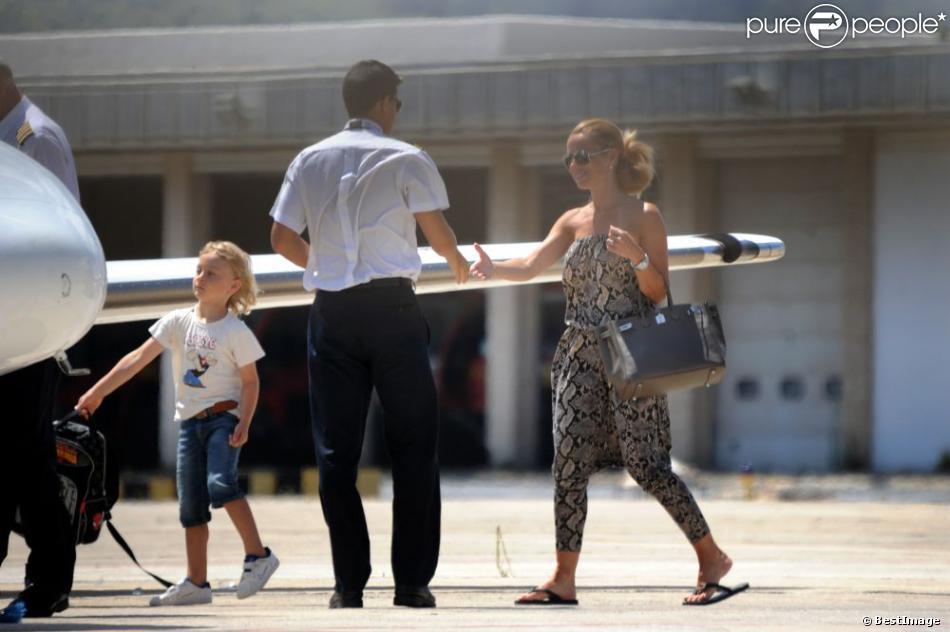 zlatan ibrahimovic embarque ibiza avec sa femme helena seger et leurs deux enfants maximilian. Black Bedroom Furniture Sets. Home Design Ideas