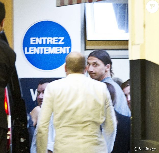 Zlatan Ibrahimovic lors de son arrivée au palace Le Bristol le 17 juillet 2012 où un contrat de trois ans à 14 millions d'euros nets par an avec le Paris Saint-Germain l'attend