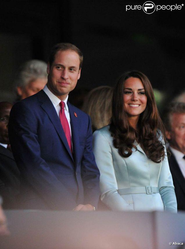 Kate Middleton et son époux William admirent la cérémonie d'ouverture des jeux olympiques de Londres, le vendredi 27 juillet 2012.