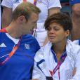 Alain Bernard et Coralie Balmy, émue aux larmes, ont assisté au triomphe du relais 4x100m nage libre lors des Jeux olympiques de Londres le 29 juillet 2012