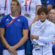 Coralie Balmy ne pouvait retenir ses larmes durant le triomphe du relais 4x100m nage libre auquel ne participait pas son homme Alain Bernard lors des Jeux olympiques de Londres le 29 juillet 2012
