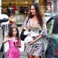 Tia Carrere avec sa fille Bianca, 7 ans, en juillet 2012 à Los Angeles.