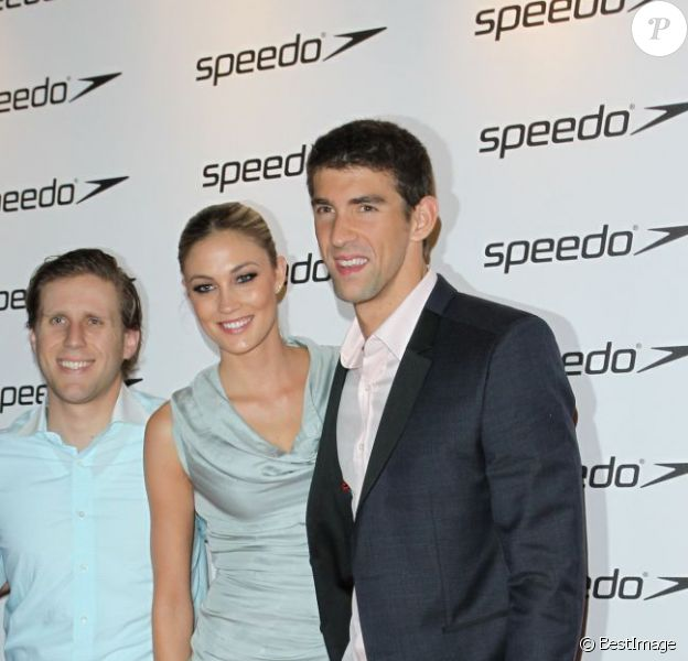 Michael Phelps au bras d'une belle blonde lors d'une soirée Speedo au Roof Gardens Nightclub à Londres le 6 août 2012