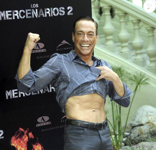 Jean-Claude Van Damme, en forme à 51 ans, à l'avant-première d'Expendables 2 à Madrid, le 8 août 2012.