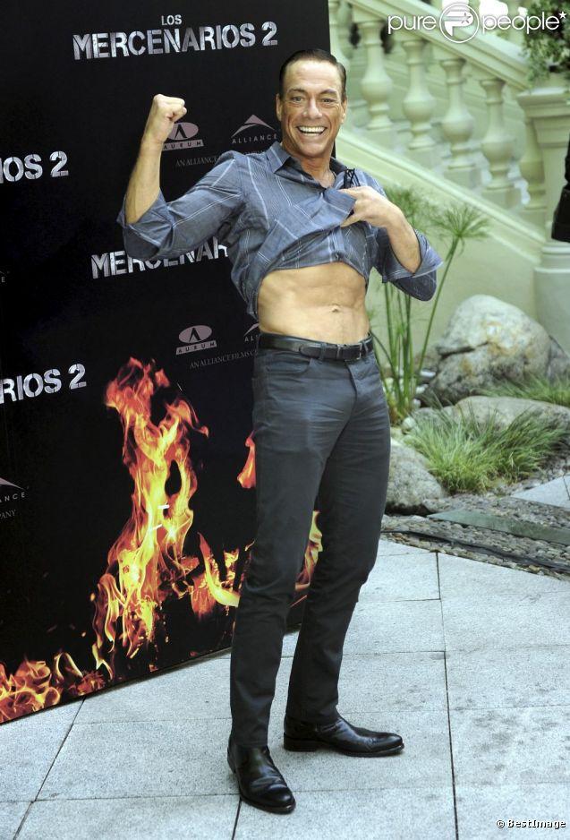 Jean-Claude Van Damme, en forme à 51 ans, à l'avant-première d' Expendables 2  à Madrid, le 8 août 2012.