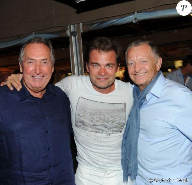 Gérard Houllier, Clovis Cornillac et Jean-Michel Aulas lors de la soirée organisée par Marcel Campion à Saint-Tropez en août