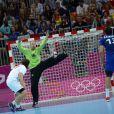 Titi Omeyer a été éblouissant. Encore.   Grâce notamment à un Thierry Omeyer fantastique, et à un impressionnant volume défensif constant, les handballeurs français ont dominé la Croatie (25-21) vendredi 10 août 2012 en demi-finale du tournoi olympique, aux JO de Londres.