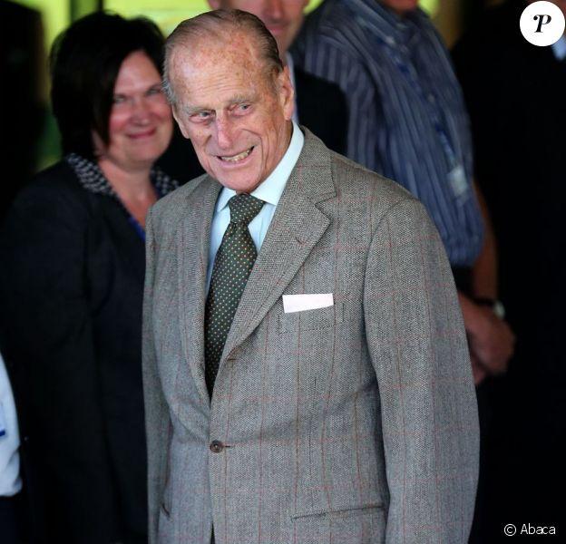 Le prince Philip, duc d'Edimbourg à la sortie de l'hôpital d'Aberdeen le 20 août 2012, où il a été soigné pour une rechute de son infection urinaire du mois de juin.