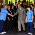 Le prince Philip, duc d'Edimbourg n'a pas manqué de remercier le personnel soignant à la sortie de l'hôpital d'Aberdeen le 20 août 2012, où il a été soigné pour une rechute de son infection urinaire du mois de juin.
