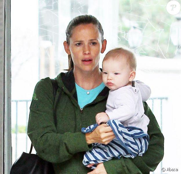 Jennifer Garner emmène son petit Samuel, six mois, chez le médecin, le 24 août 2012 à Los Angeles.