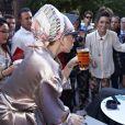"""""""Exclu : Lady Gaga s'offre une petite bière en terrasse, c'est rapidement l'émeute, à Copenhague, le 3 septembre 2012."""""""