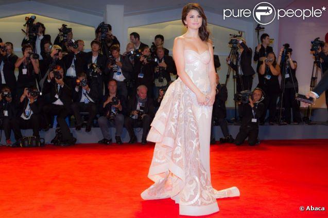 Vanessa Hudgens VS Selena Gomez : bataille de décolletés !