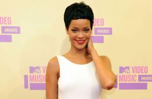 Rihanna embrasse Chris Brown sous les yeux du public stupéfait lors des MTV VMA