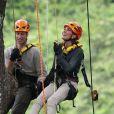 Le prince William et son épouse Kate Middleton suspendu à 40m du sol dans la forêt tropicale de Sabah sur l'île de Borneo le 15 septembre 2012