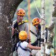 Le prince William, peu rassuré et son épouse Kate Middleton en visite dans la forêt tropicale de Sabah sur l'île de Borneo le 15 septembre 2012