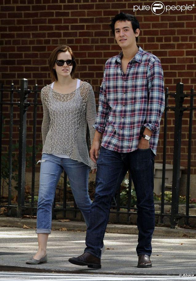 Emma Watson et son petit ami Will Adamowicz dans les rues de New York. Le 16 septembre 2012.