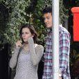 L'actrice Emma Watson et son chéri Will Adamowicz, surpris en pleine séance shopping à New York. Le 16 septembre 2012.