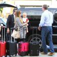 Guy Ritchie et sa fiancée Jacqui Ainsley, cernés par les valises, à l'aéroport Lax de Los Angeles, en compagnie de leur petit Rafael, le mardi 9 octobre 2012.
