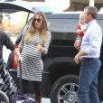 Guy Ritchie et Jacqui Ainsley, à l'aéroport Lax de Los Angeles, en compagnie de leur petit Rafael, le mardi 9 octobre 2012.