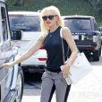 Le nouveau chouchou de Gwen Stefani : le it-bag Boy Chanel. Los Angeles, le 13 octobre 2012.
