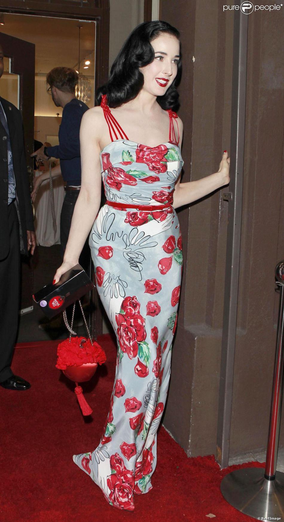 Dita Von Teese, ravissante pour la soirée de lancement de sa collection de robes chez Decades à Los Angeles. Le 18 octobre 2012.