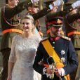 Sortant de la cathédrale Notre-Dame de Luxembourg, le prince Guillaume et Stéphanie de Lannoy qui viennent de se marier, le 20 octobre 2012.