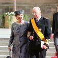La reine Paola et le roi Albert II de Belgique sortant de la cathédrale Notre-Dame de Luxembourg où le prince Guillaume et Stéphanie de Lannoy viennent de se marier, le 20 octobre 2012.