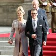 La princesse Victoria et le prince Daniel de Suède sortant de la cathédrale Notre-Dame de Luxembourg où le prince Guillaume et Stéphanie de Lannoy viennent de se marier, le 20 octobre 2012.