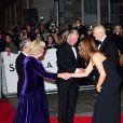 Le prince Charles et Camilla lors de l'avant-première du film Skyfall à Londres le 23 octobre 2012